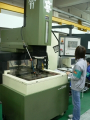 Makino Electrical Discharge Machine